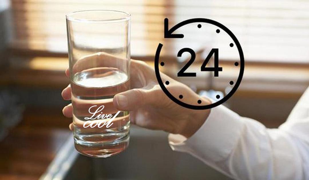 04 khung giờ phải uống nước mỗi ngày để thúc đẩy quá trình giải độc cơ thể, giúp da khỏe đẹp rạng rỡ hơn.